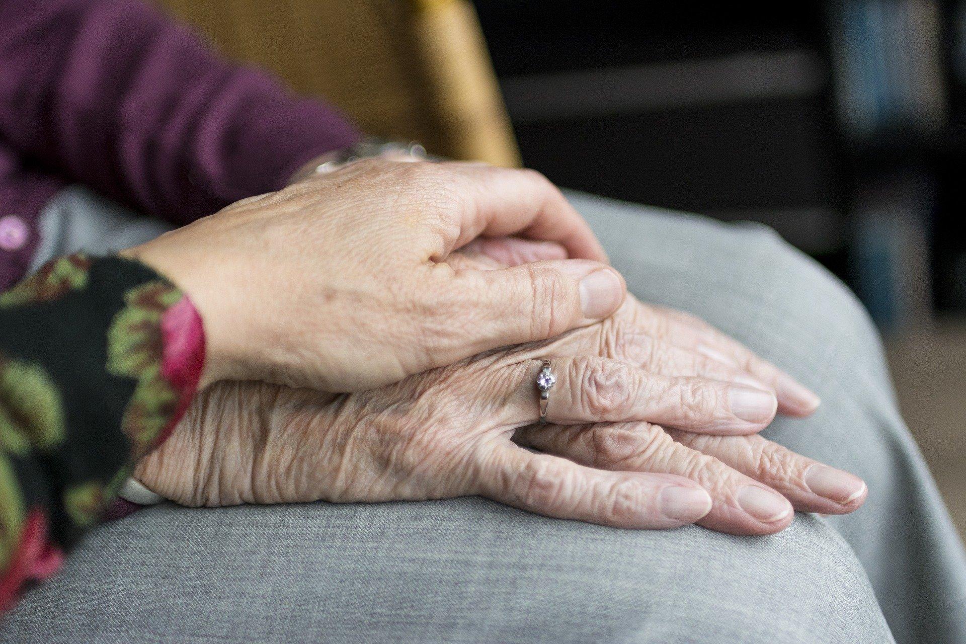 Après les débats sur l'euthanasie, les soins palliatifs font l'objet d'une série d'auditions par la commission des affaires sociales du Sénat.