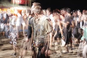 crowd-of-people-1209630_640