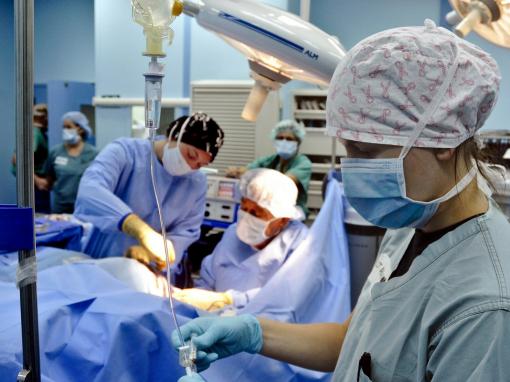 Après un échec, une patiente devra recevoir une seconde greffe de visage