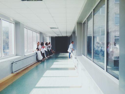Royaume-Uni : les médecins, seuls juges du bien-fondé des transitions de genre d'enfants ?