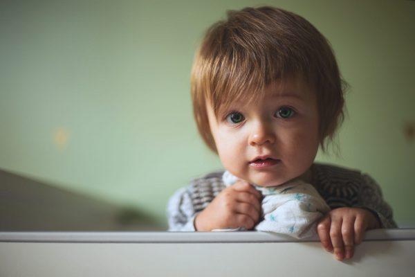 Adoption : le Sénat n'écarte pas les craintes concernant la GPA
