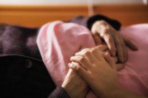 Soins palliatifs : les recommandations du Sénat